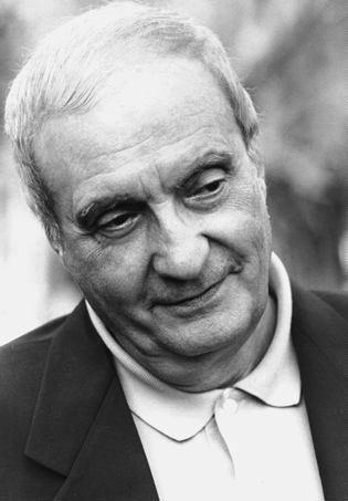 """Nando Gazzolo, nato nel savonese, a Finale Ligure a Voci nell'Ombra nel 2003 ritirò la Targa Cuccioolla """"L'arte della voce, la voce come arte"""""""